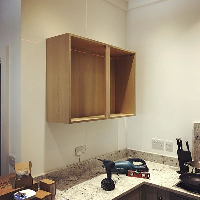 Installing kitchen cupboard with Stanley Cubix laser level